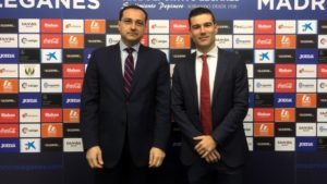 Imagen de la firma con el club deportivo leganés